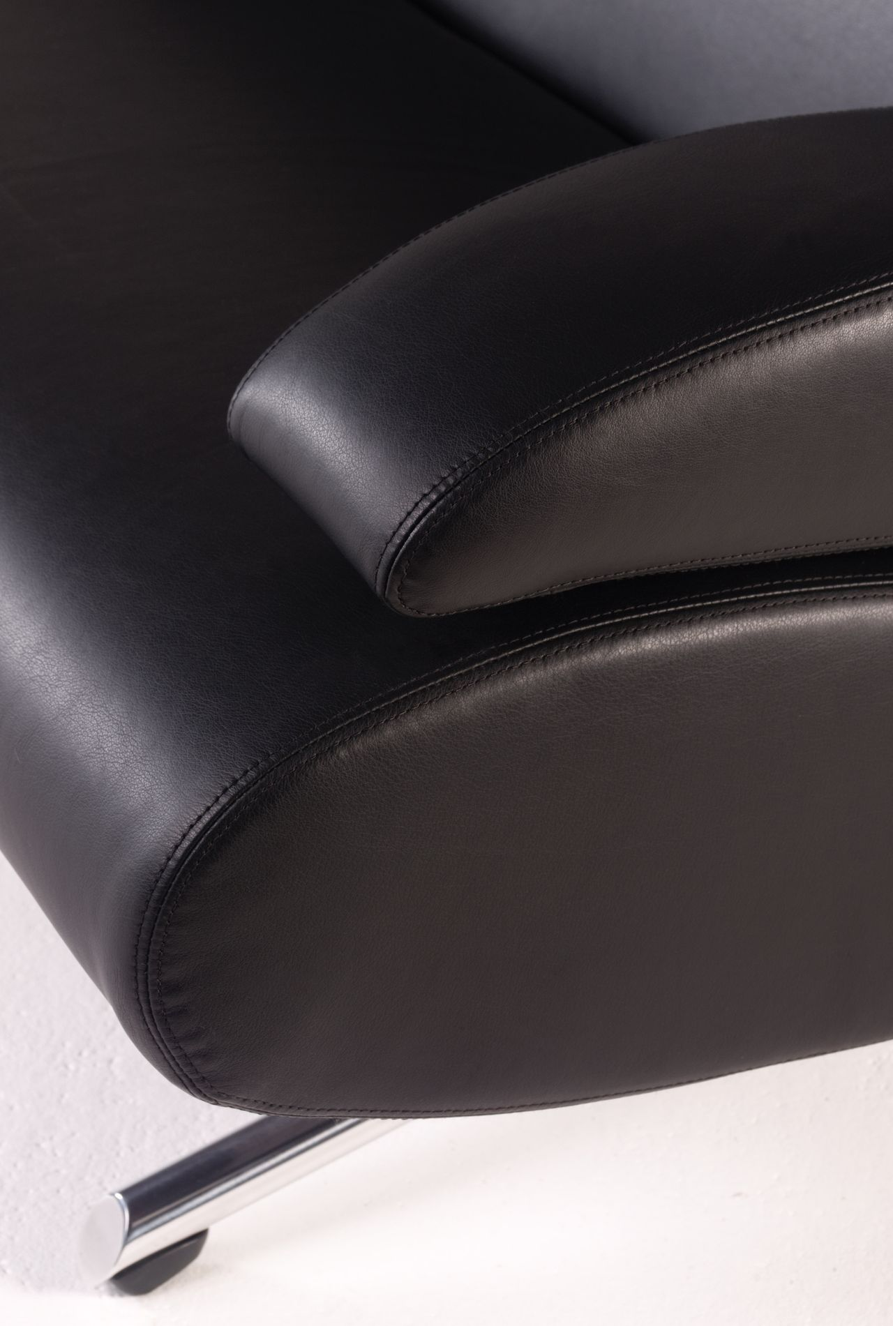 Tara sofa detail